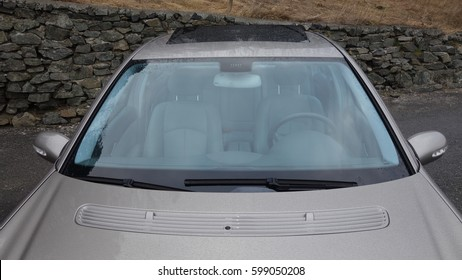 Glazed black hatch - sliding W211 pavilion sunroof, beige leather interior, metallic paint, aerial view,