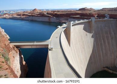Glen Canyon Dam on the Colorado River, Utah/Arizona border, USA