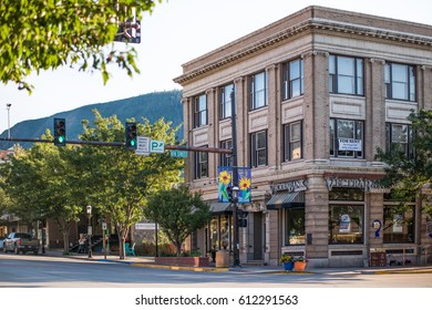 Glenwood Springs, USA - September 7, 2015: Downtown city for rent sign and Vectrabank in Colorado