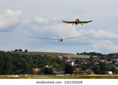Glider plane in tow of an motorplane