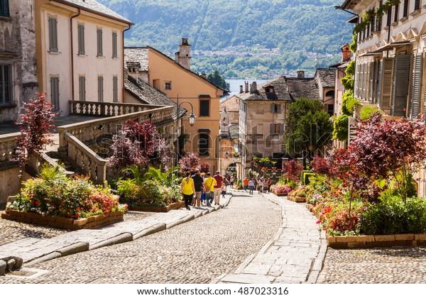 Vue du centre historique d'Orta San Giulio , lac d ' Orta , Novara , Piedmont , Italie