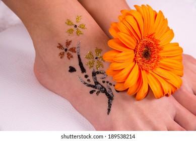 Glitter tattoo on a caucasian woman's leg.