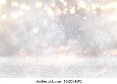 glänzender Hintergrund für Vintage-Lichter. Gold, Silber und Weiß. entfochten