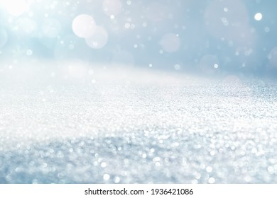 GLITTERNING SNOW AND WHITE SNOW FLAKES ON BRIGHT BLUE SKY, FESTIVE CHRISTMAS BACKDROP FOR MONTAGE OR DISPLAY