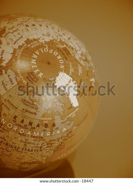 A globe with german description