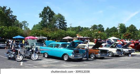 GLOUCESTER, VIRGINIA - AUGUST 22, 2015:The car show participants lined up in the DRIVE-IN FOR DIABETES CAR SHOW Sponsored by Tractor Supply in August in  Gloucester Virginia.