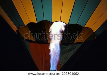 glow-hot-air-balloon-night-450w-20780105