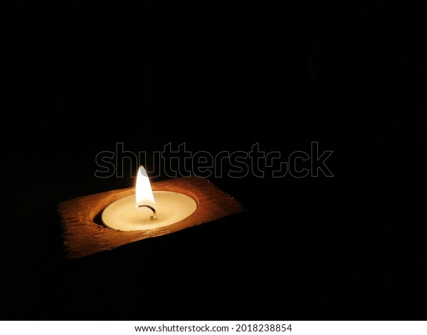 glow-lonely-candle-lit-therapy-600w-2018