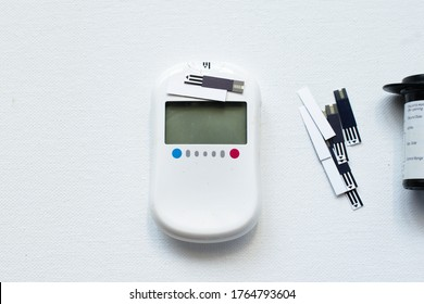 Glucometer devise or Sugar testing machine with disposable strips