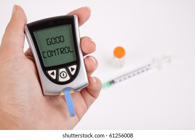 Glucometer showing a good result in the display
