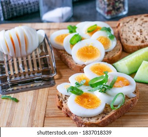 gluten free bread with boiled egg slices