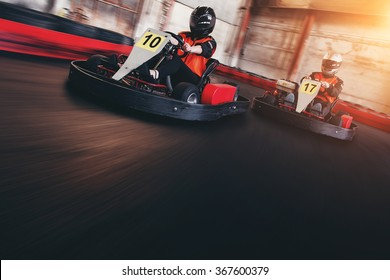 Go kart speed rive indor race opposition race