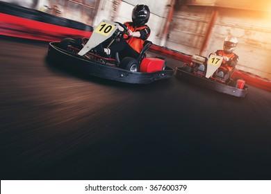 Go kart speed rive indor race opposition race