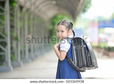 Go School Little Asian Girl School Uniforms Stockfoto Jetzt