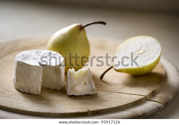 goats cheese and pear