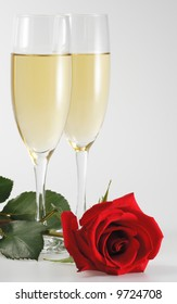 goblet shampagne wine anniversary rose love red romantic