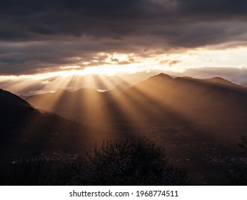 God Ray at Sunset above french valley