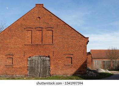 Godzieszowa, Dolnośląskie, Polska. Old brick building in the village.