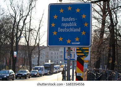 goerlitz germany march - 25, 2020: Görlitz Zgorzelec border crossing Stadtbrücke, another traffic jam with ongoing corona measures before closing the border for daily commuters from Germany to Poland