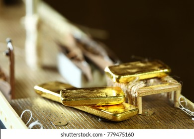 Gold bar put beside lifeboat on ship model scene.