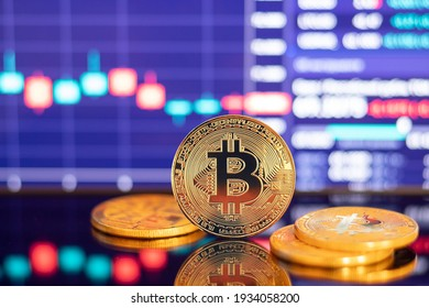 Gold Bitcoin Kryptowährung auf dem Hintergrund des Diagramms.