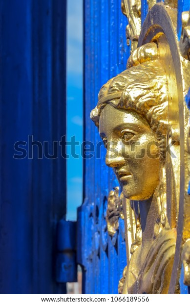 gold-bust-on-djurgarden-island-600w-1066