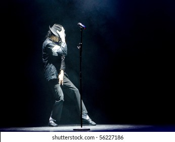 GOLD COAST - APRIL 17 : Damien Shields performs a tribute to Micheal Jackson at the Arts centre Gold Coast, in the show Australian Tribute to Micheal Jackson on April 17, 2010 in Gold Coast, Australia.