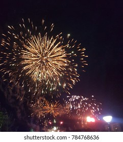 gold explosion fireworkd