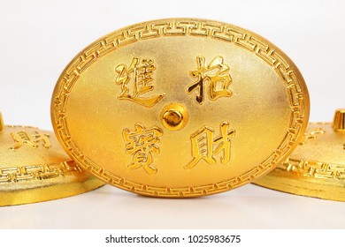 Gold ingot /translation meaning : bring in wealth and treasure