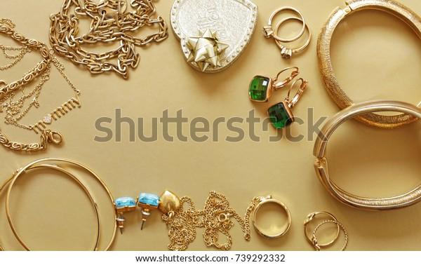 黄金首饰-吊坠,手镯,戒指和链条