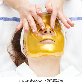gold mask cosmetic procedure in the beauty salon