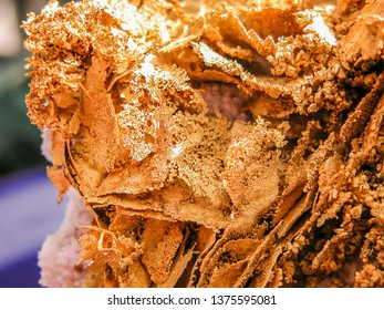Gold Nugget with brilliant layers of Dendrtic Crystals. Wonderful specimen of gold in Quartz from the mineral fields of Australia. Dendritic gold at its best, nearly twenty four carat.