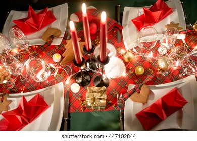 gold and red christmas table decoration with dim light candle - Red And Gold Christmas Table Decorations