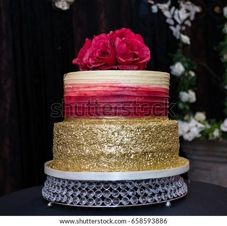 Gold Red Wedding Cake Stockfoto Jetzt Bearbeiten 658593886