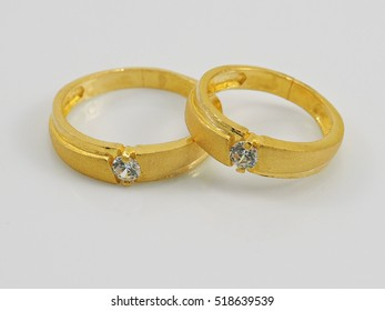 gold ring with dimond