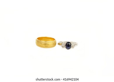 Gold ring Gem ring jewelry popular as a gift to honor loved ones. A symbol of stability, prosperity, wealth. Believe that the prosperity of the people who have occupied.
