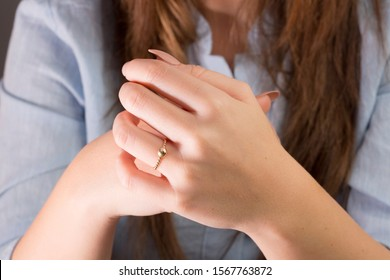 gold ring on woman hand