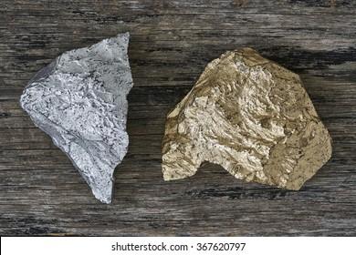 木板に金と銀の鉱石