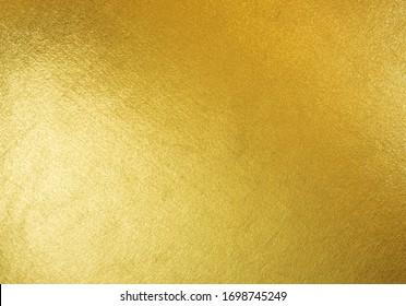 goldener, luxuriöser, glänzender goldener Hintergrund mit gelbem, luxuriösen glänzenden glänzenden, hellen Reflexen auf goldener Oberfläche, zum Feiern, Tapeten, Weihnachtsverzierung oder Design