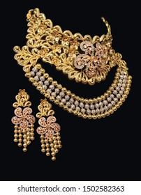 Gold wedding traditional necklace set jewelry on black ground