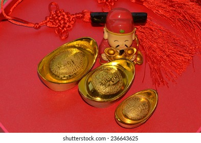 Gold, yellow and red signifies health, fortune and happiness / God of prosperity / Deity figurine and gold money theme