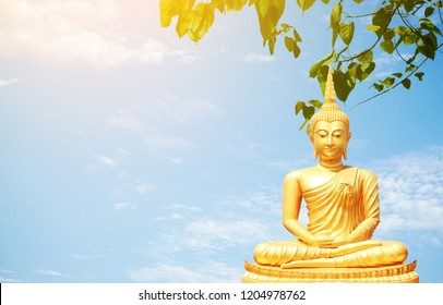 The golden Buddha statues sitting under Bo leaf and bluesky background.