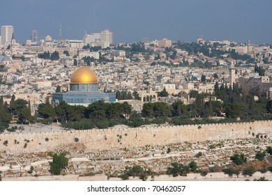 The golden Dom on the temple ground in Jerusalem.