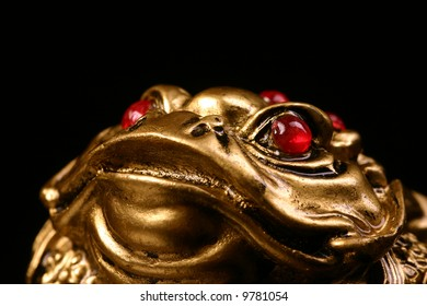 golden feng shui frog for luck and money
