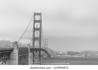 Golden Gate Bridge in black and white
