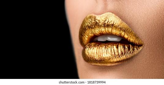 Goldener Lippenstift, Nahaufnahme, goldene Lippen. Schöne Make-up.