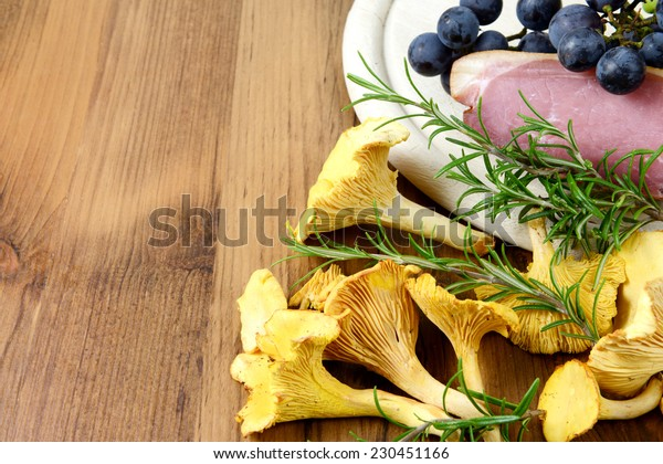 golden mushroom with rosemary, ham (bacon) and vine gabs.