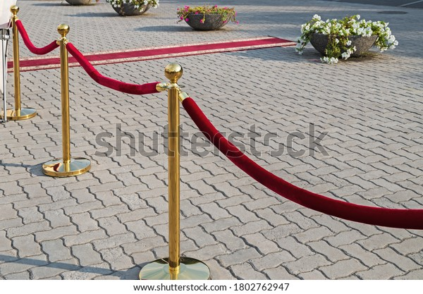 golden-plated-barrier-posts-red-600w-180