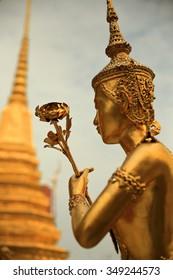 golden statue-royal palace-bangkok