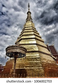 The golden stupa in Thailand: Tourist attraction